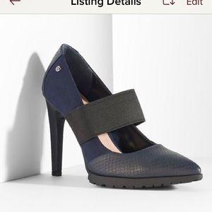 Vera wang blue heels